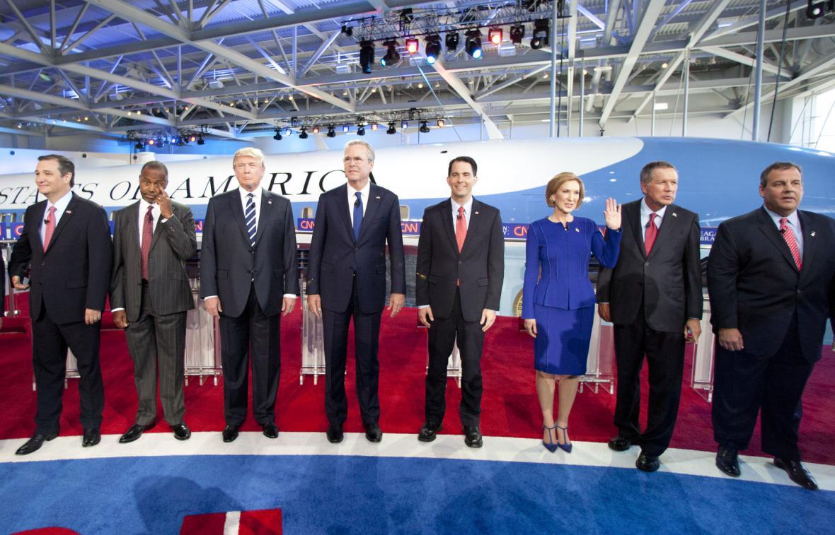 Kandidáti při společném focení