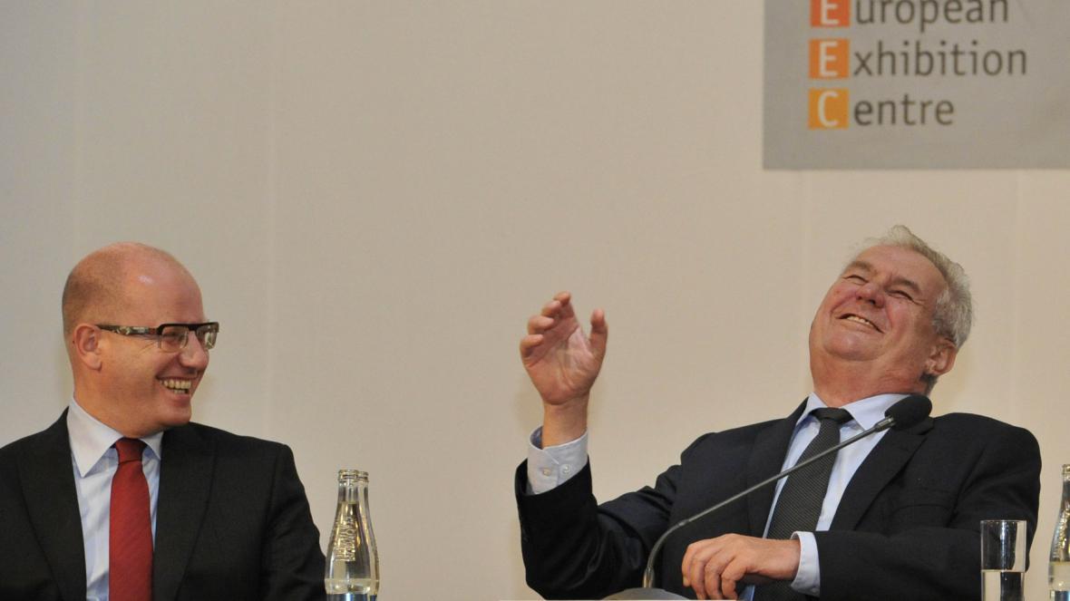 Bohuslav Sobotka a Miloš Zeman na strojírenském veletrhu v Brně