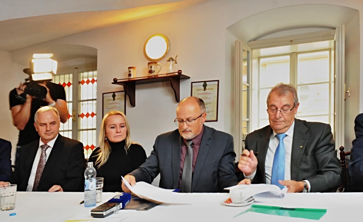 Podpis koaliční smlouvy v Českých Budějovicích