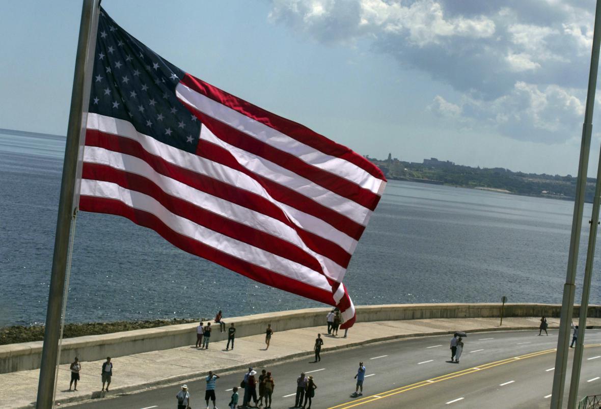 Vlajka u amerického velvyslanectví v Havaně