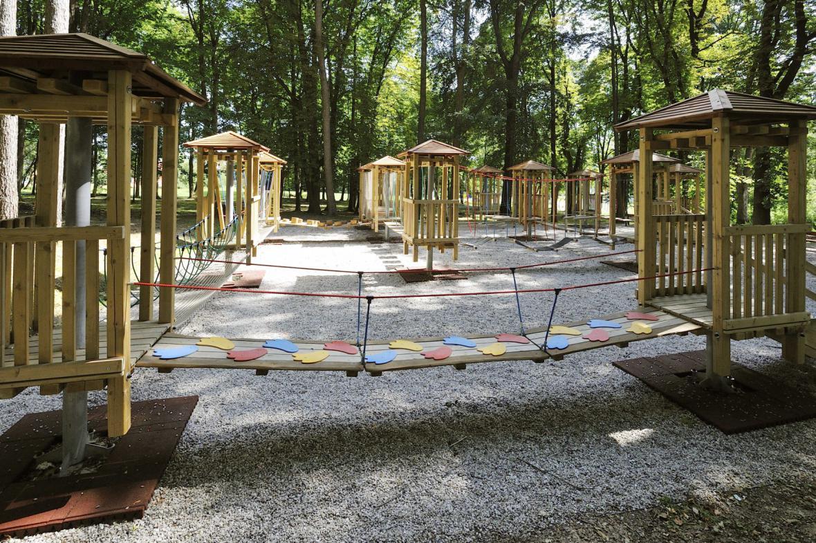 Dětské hřiště v obci Krásná