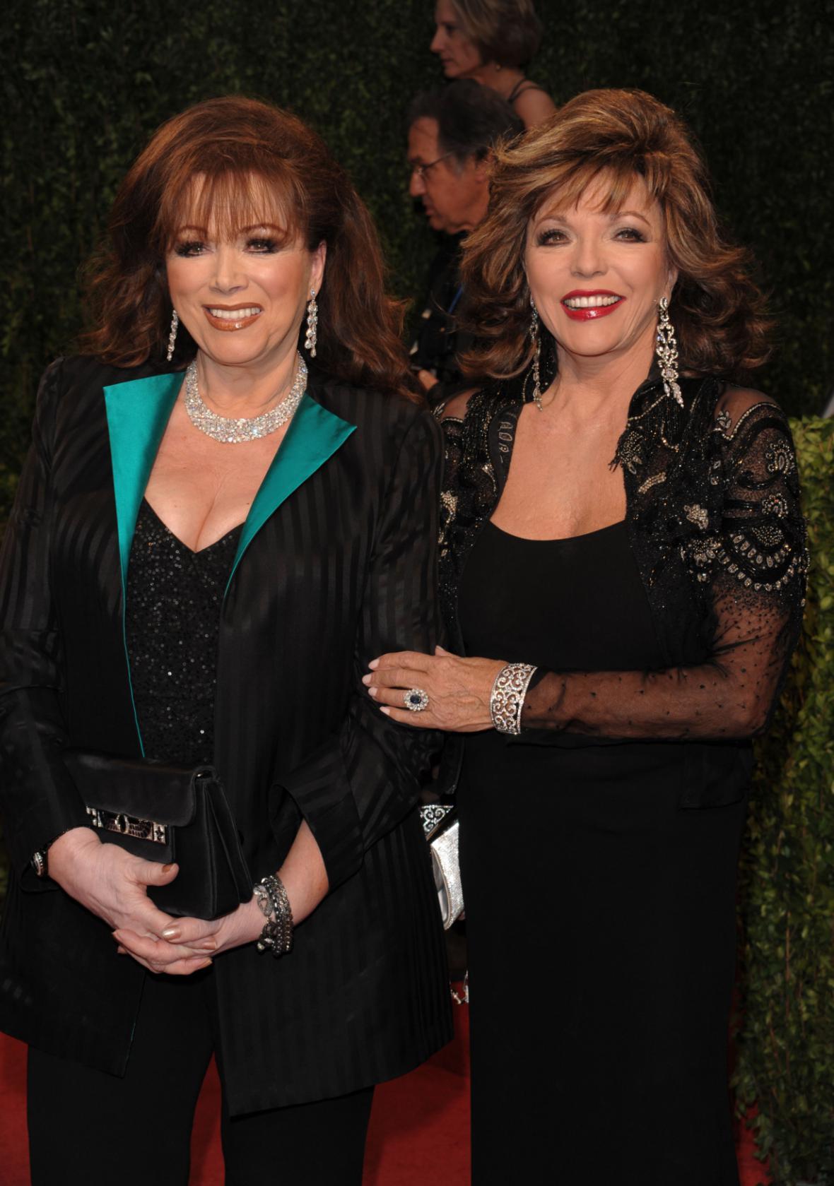 Spisovatelka Jackie Collinsová a její sestra, herečka Joan Collinsová