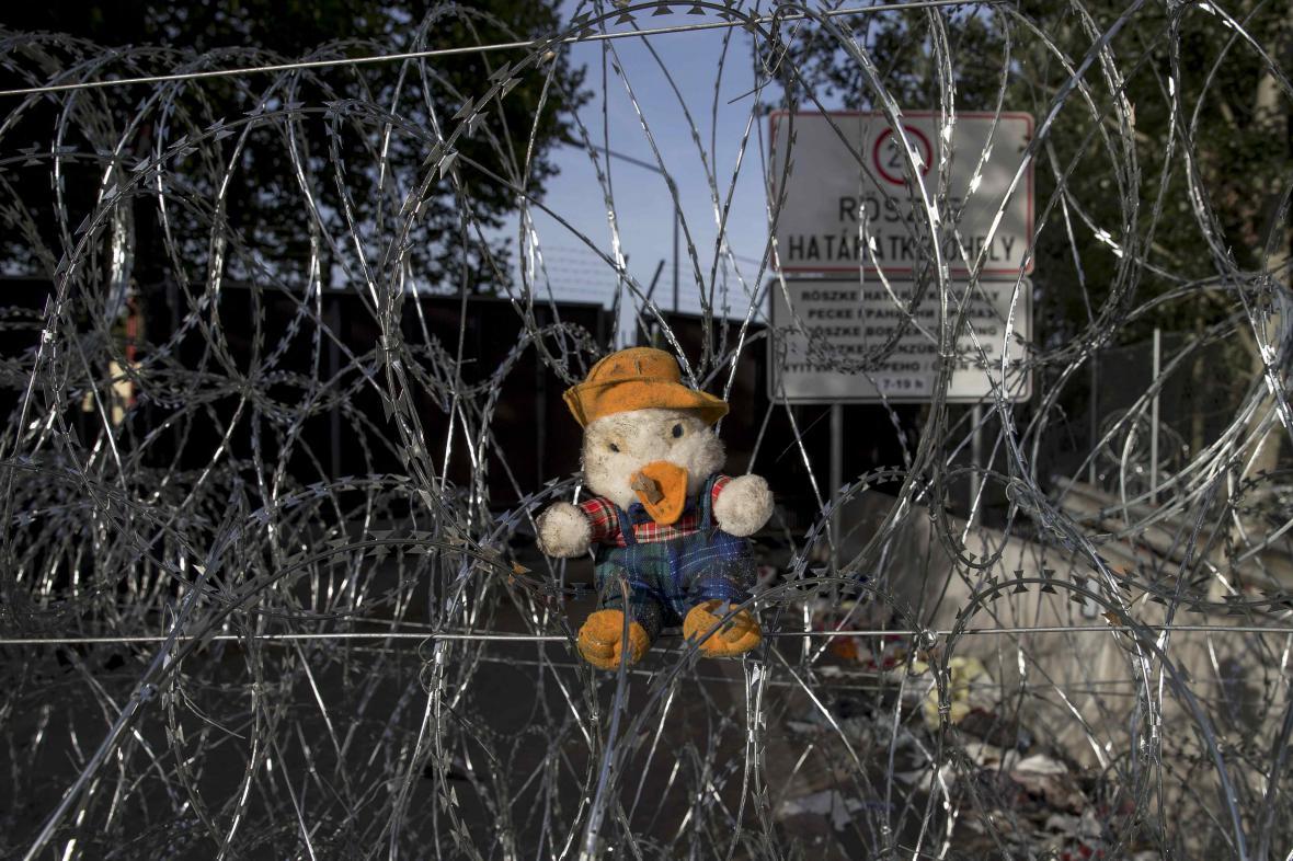 Hraniční přechod Röszke-Horgoš před demontáží plotu