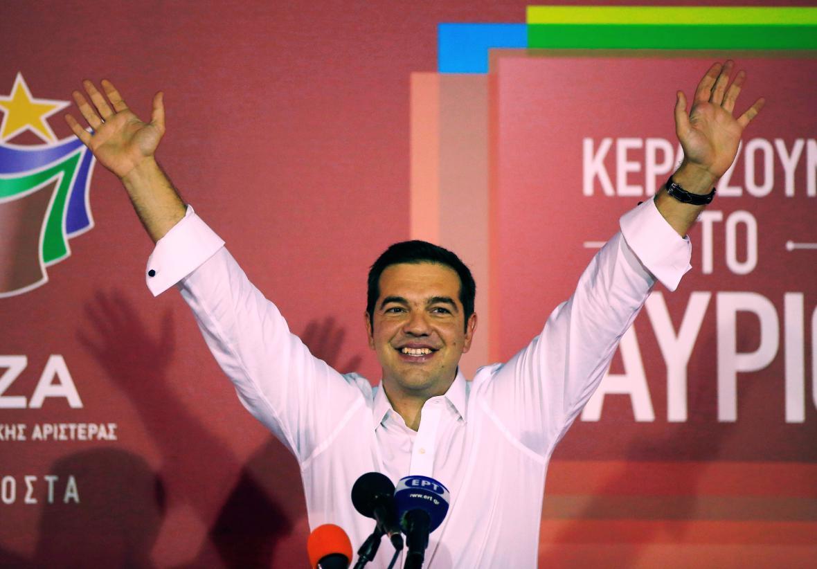 Lídr Syrizy Alexis Tsipras oslavuje vítězství v řeckých volbách