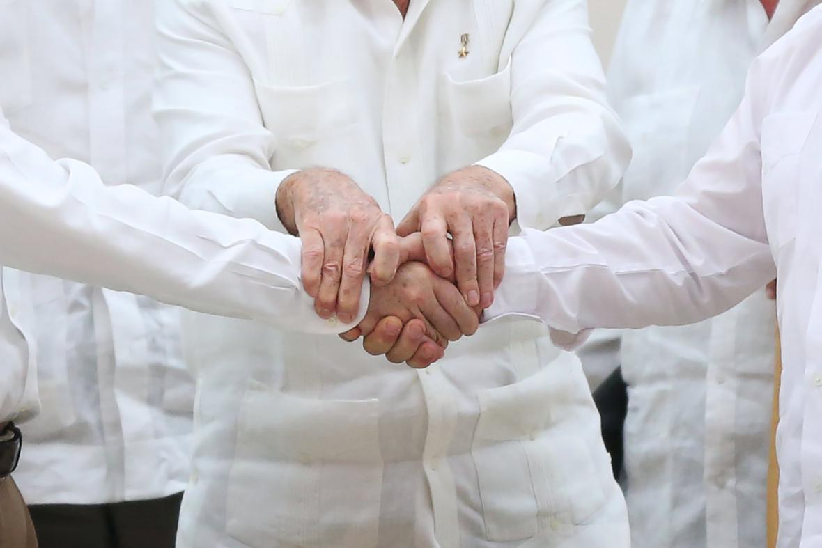 Mírová jednání mezi kolumbijskou vládou a FARC