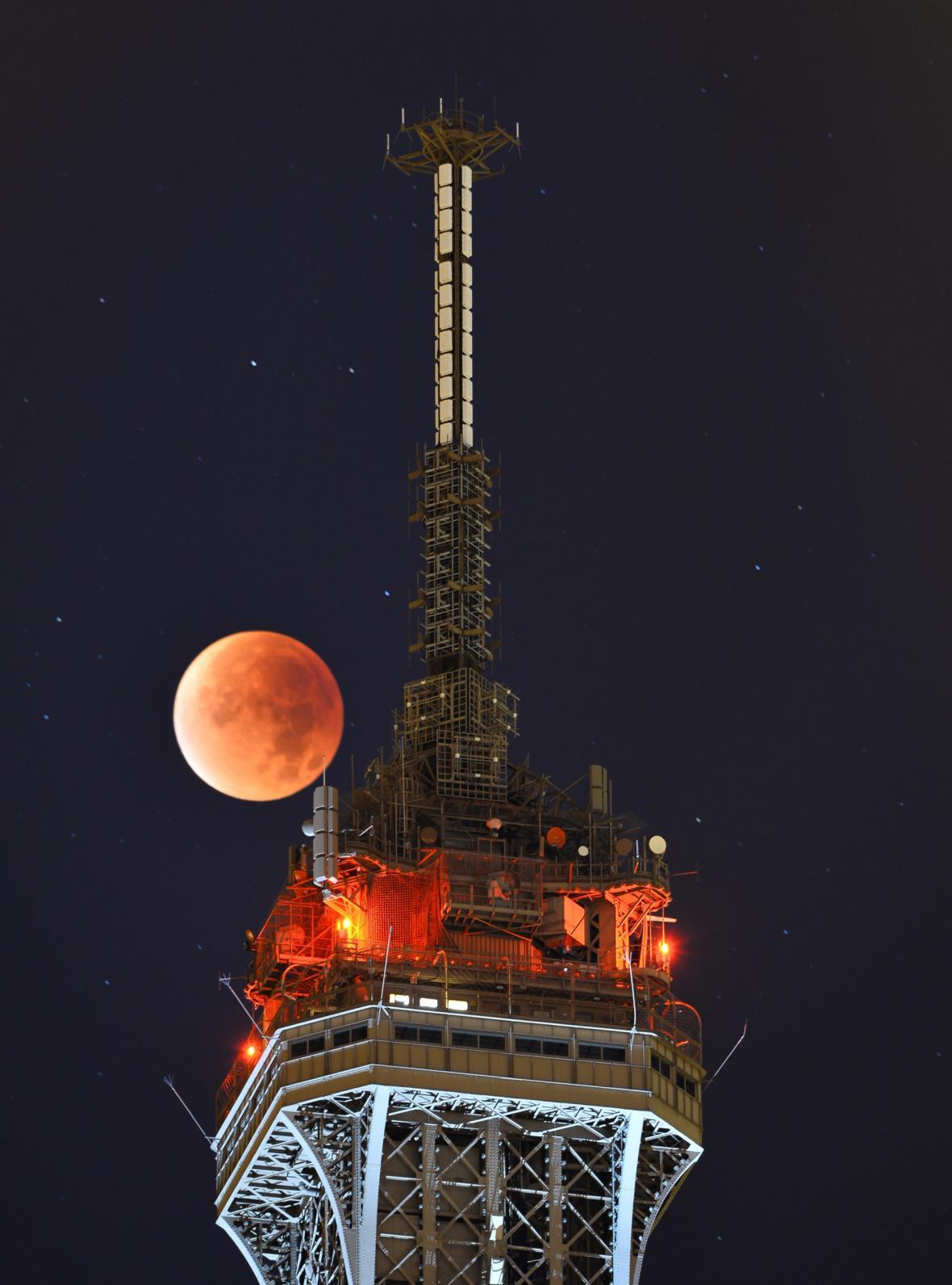Krvavý měsíc v Paříži