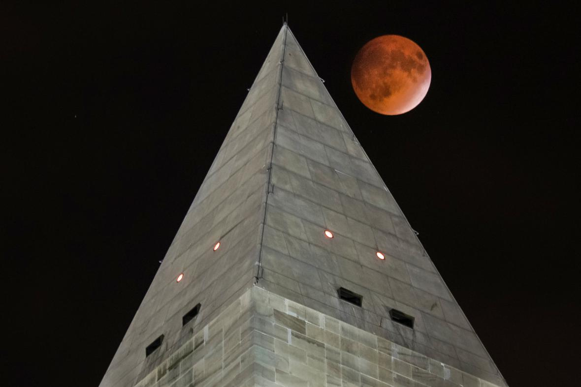 Krvavý měsíc ve Washingtonu