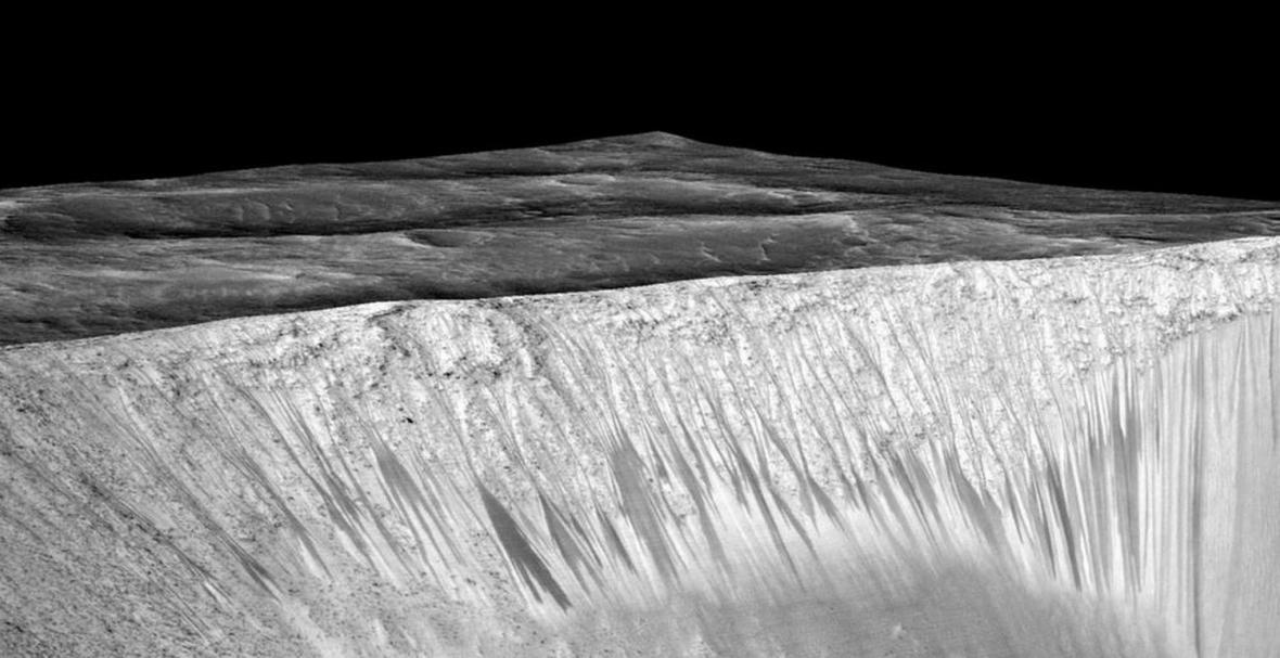 Důkazy tekoucí vody na Marsu