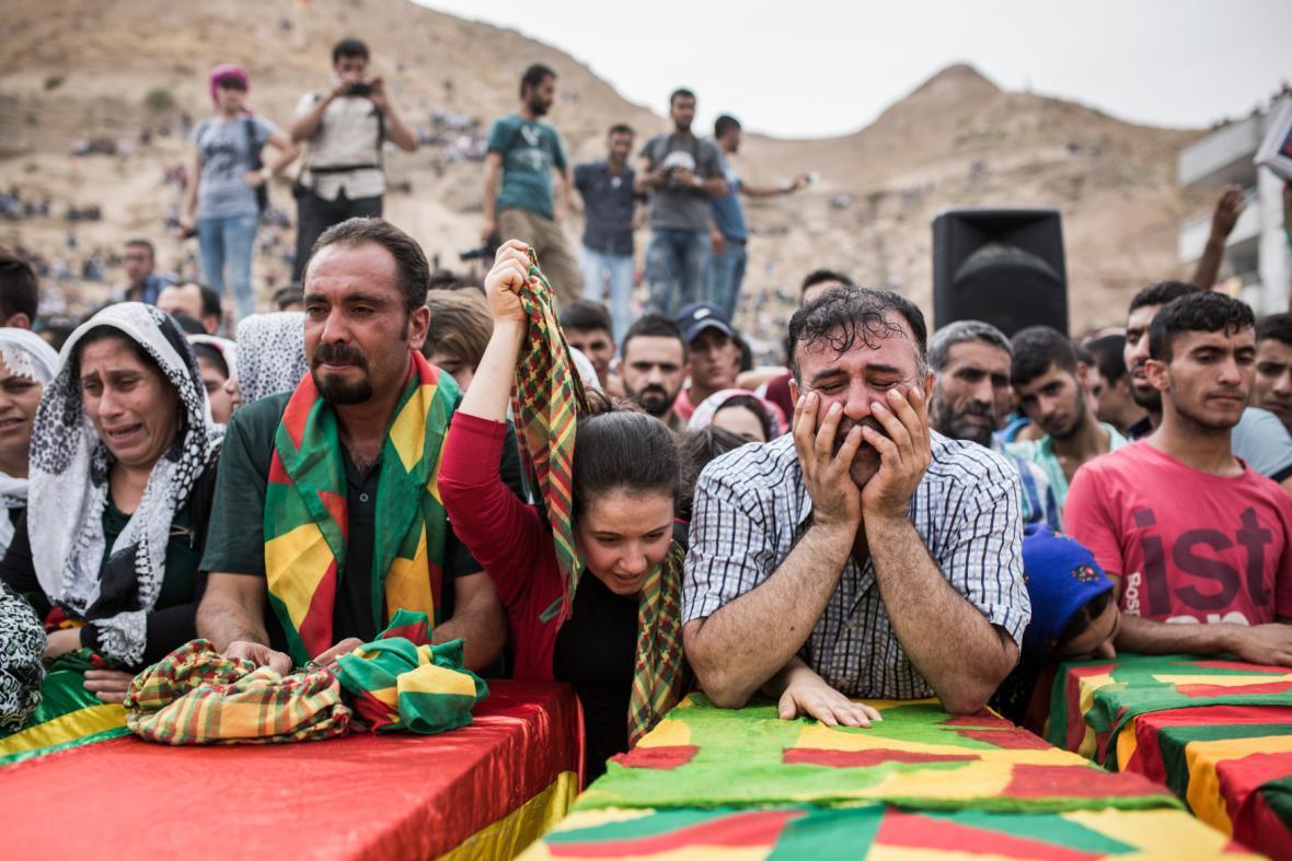 Pohřeb kurdských bojovníků