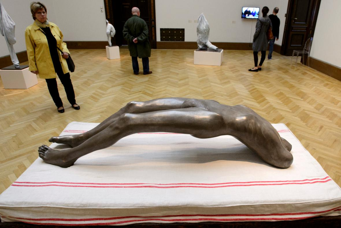 Výstava Flaesh, figura Louise Bourgeoisové