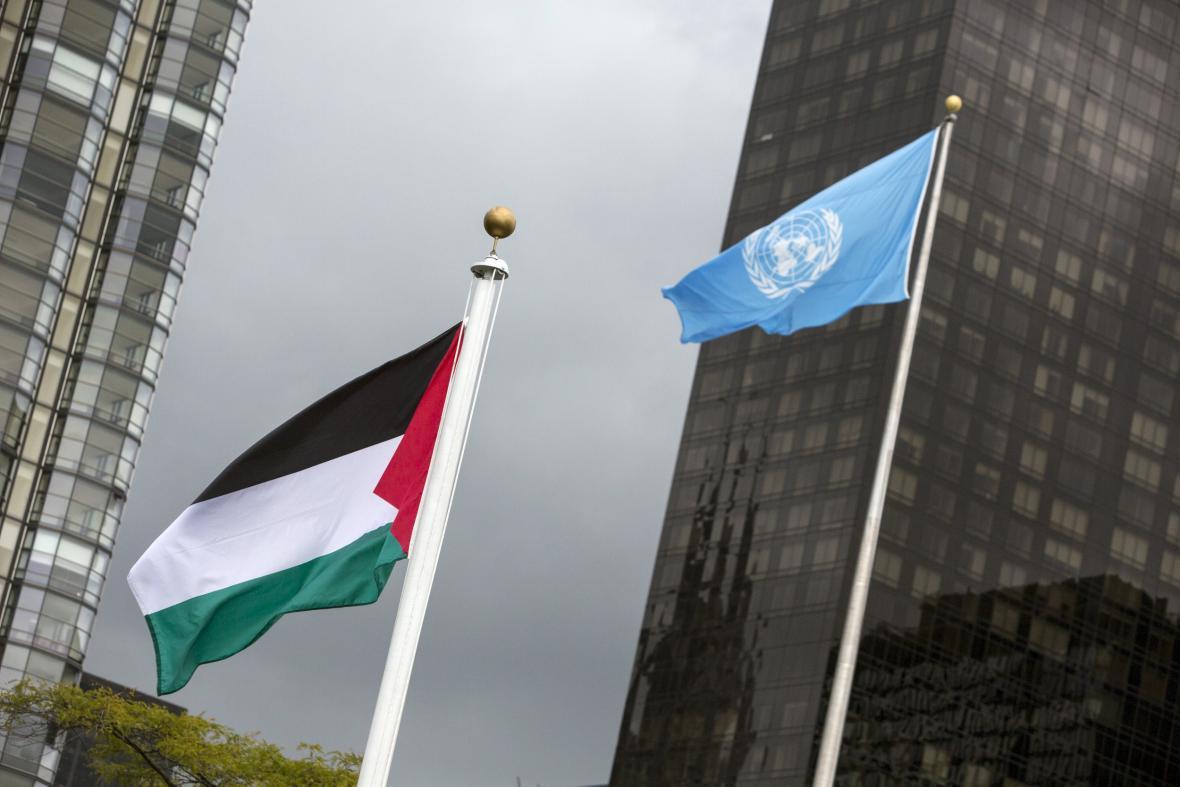 Palestinská vlajka před OSN