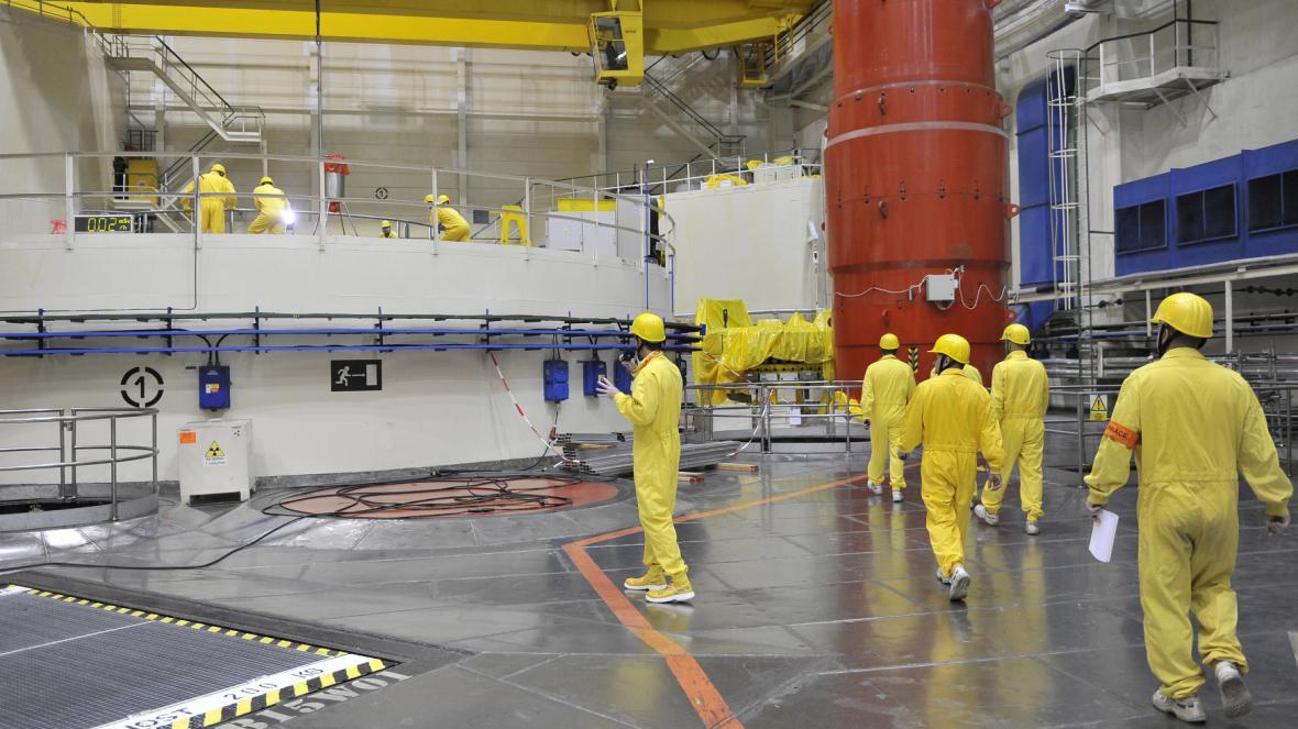 Denně kvůli kontrole prvního bloku přichází do elektrárny na dva tisíce odborníků
