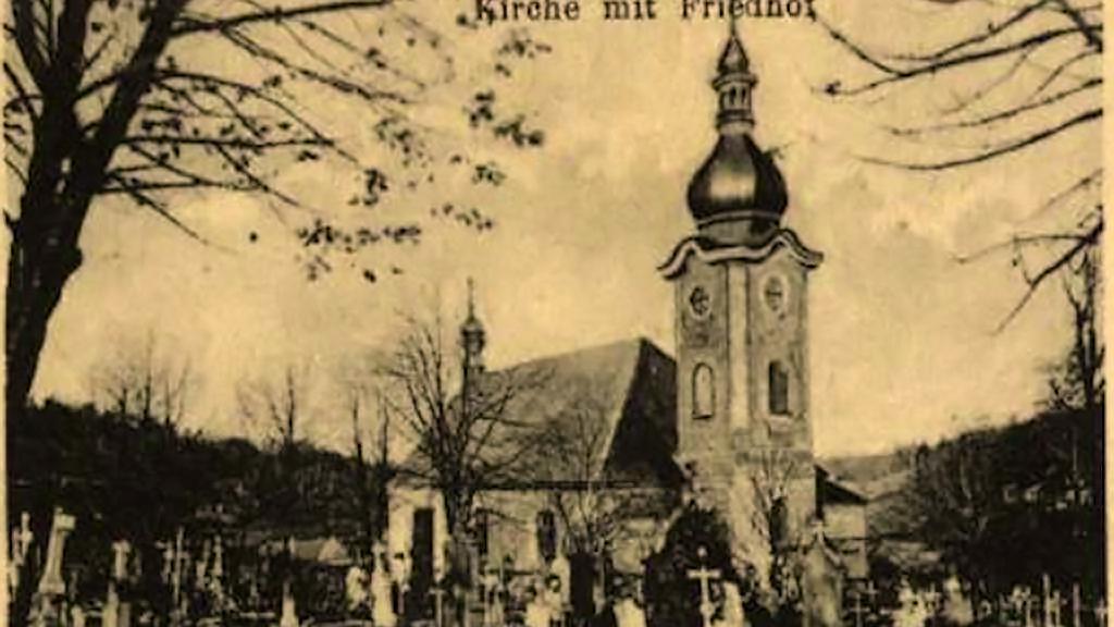 Stará pohlednice s kostelem svatého Mikuláše v Petrovicích