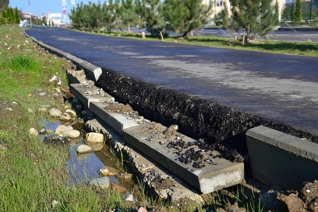 Poničené silnice v okolí Soči