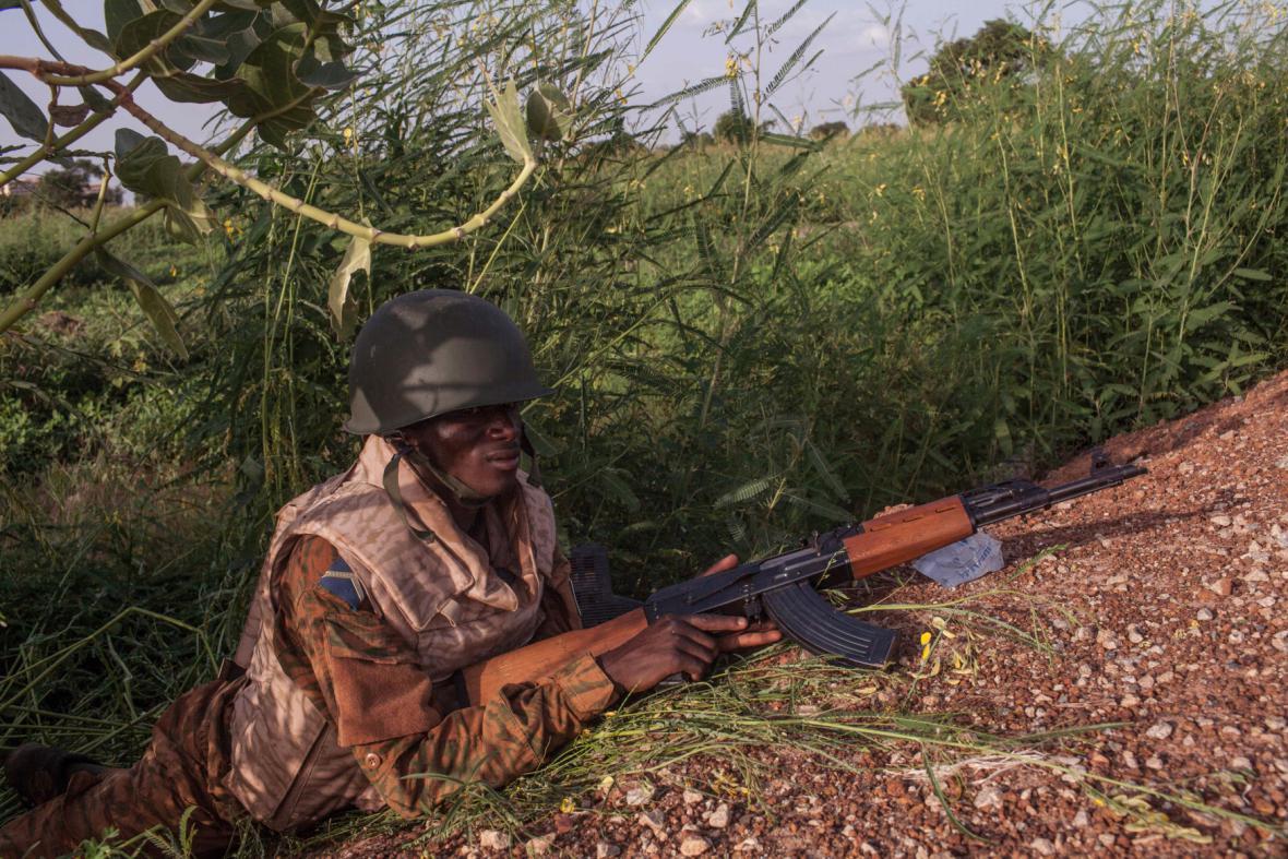 Vládnáí voják při postupu na hlavní město Ouagadougou