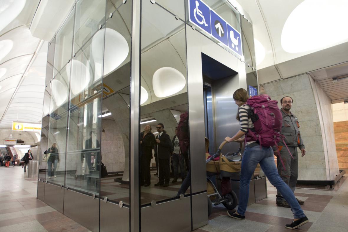 Nový výtah ve stanici metra Anděl