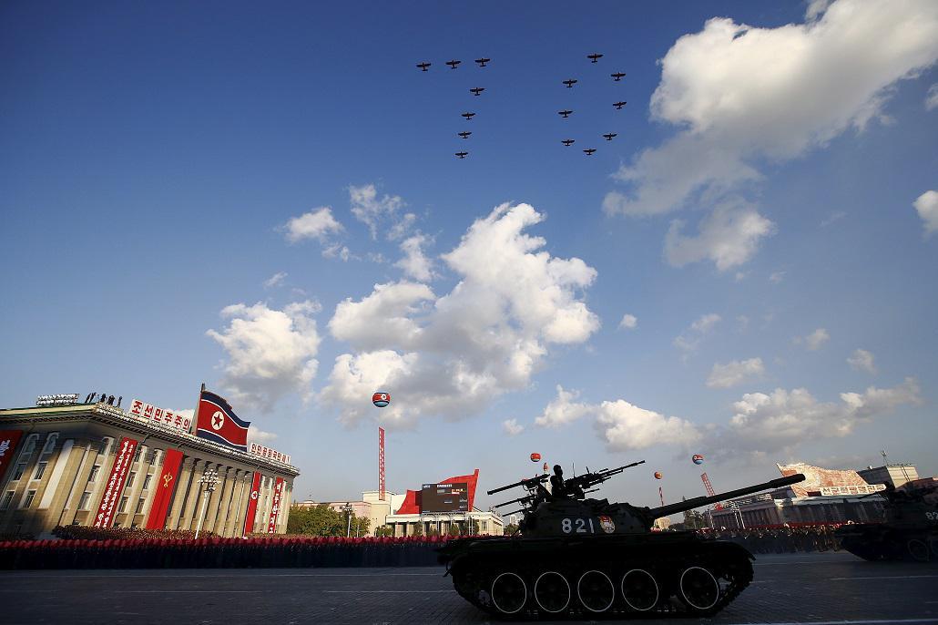 Vojenská přehlídka v centru Pchjongjangu