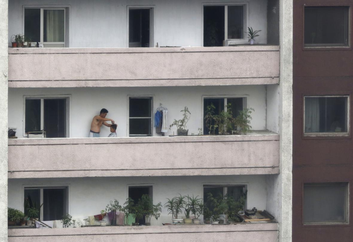 Život v obytných domech v Pchjongjangu