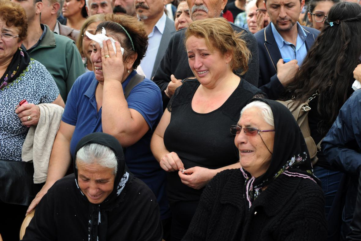 Pohřeb obětí útoků v Ankaře