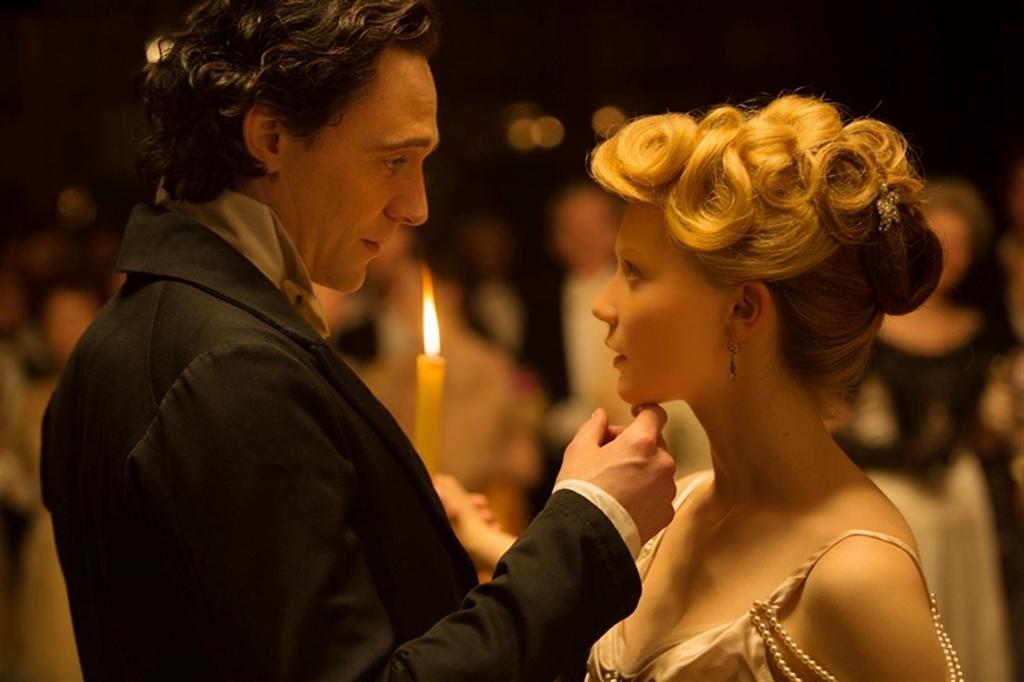 Tom Hiddleston a Mia Wasikowska
