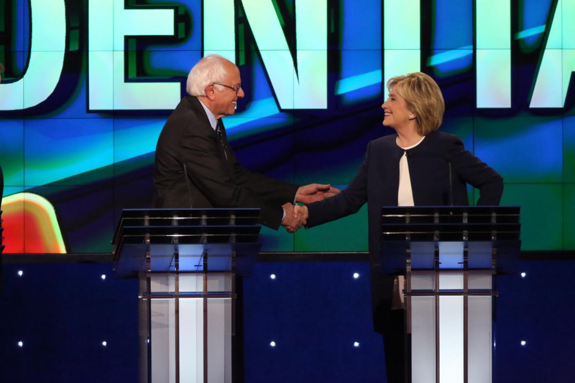 Sanders a Clintonová se rozhodli ukončit
