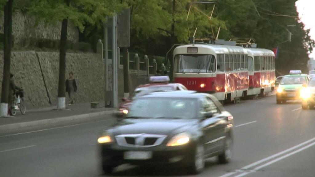 Staré pražské tramvaje v ulicích Pchjongjangu