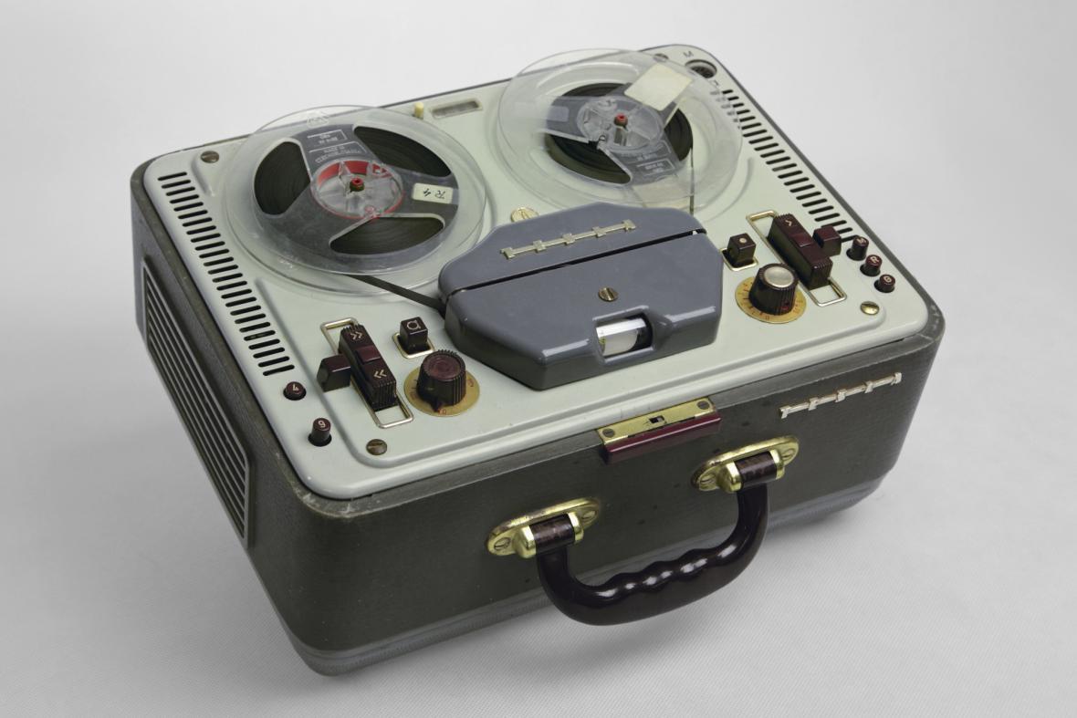 Eduard Michna, kotoučový magnetofon Tesla ANP 210 Sonet Duo, 1958