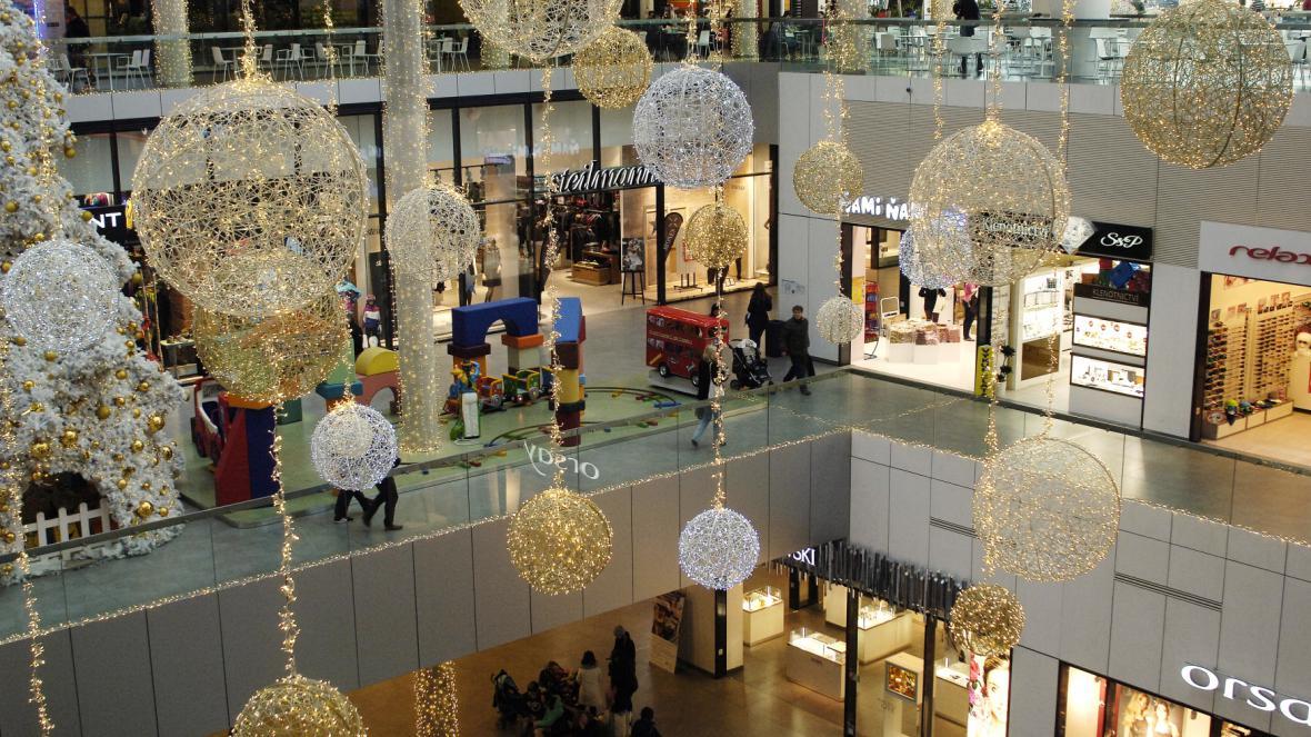 Obchodní centrum o Vánocích