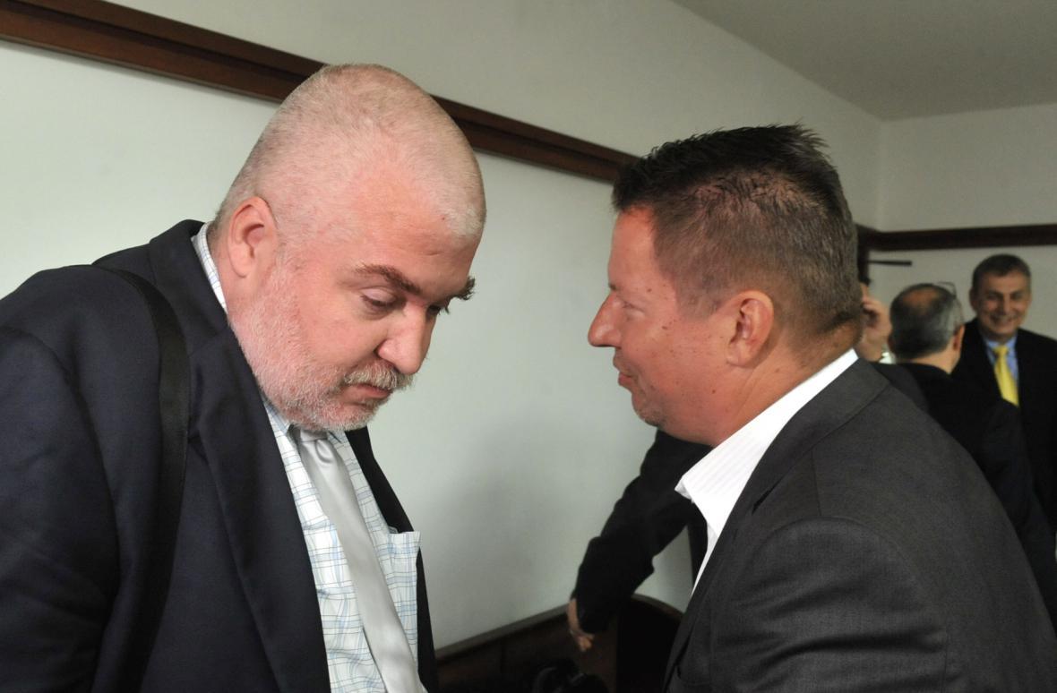 Milan Sněhota (vpravo) s advokátem Radkem Ondrušem