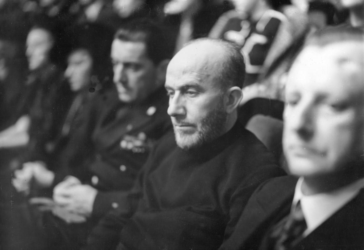 Muhammad Amín Husajní na zasedání Říšského sněmu, kde Hitler vyhlásil válku Spojeným státům