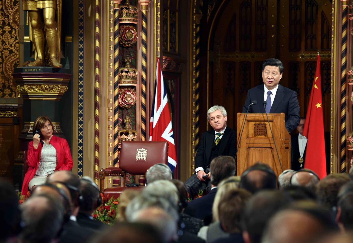 Projev čínského prezidenta před členy parlamentu