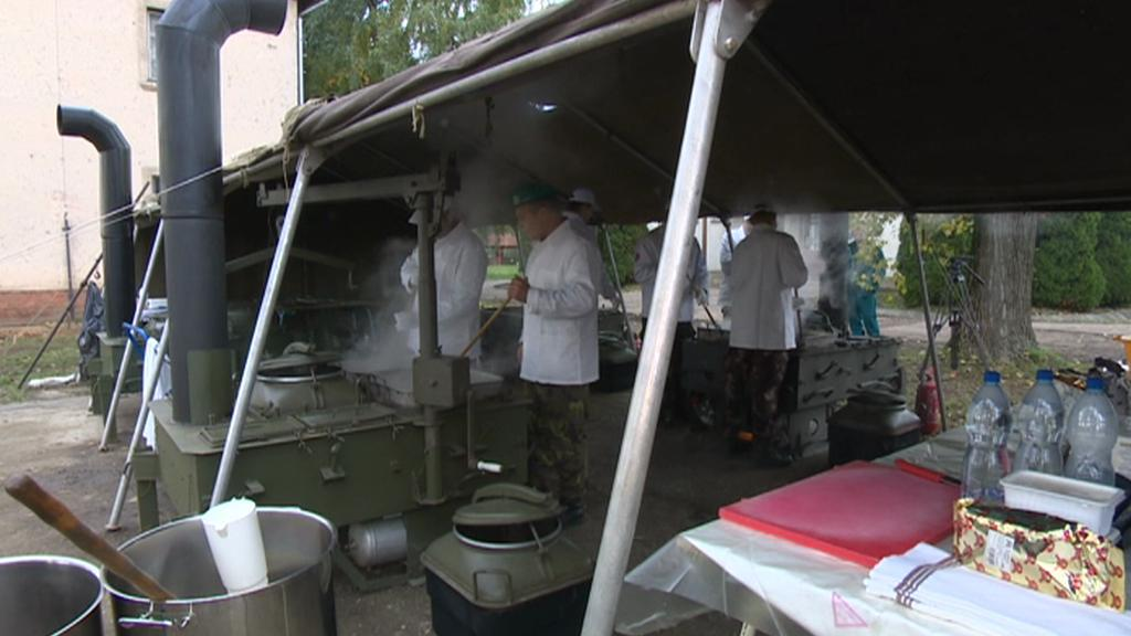 Jedna z českých polních kuchyní v Maďarsku