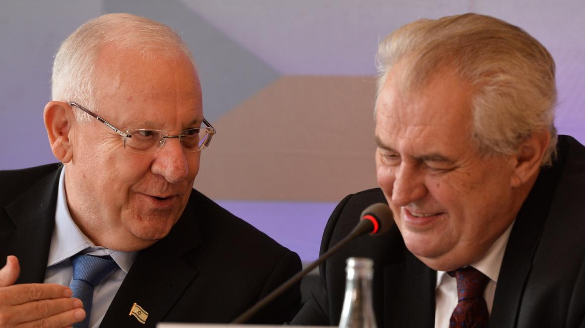 Izraelský prezident Reuven Rivlin s Milošem Zemanem