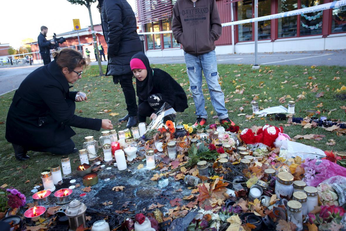 Švédové si připomínají oběti masakru na škole v Trollhättanu