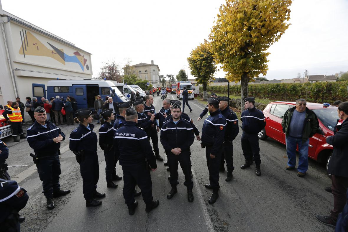 Policisté na místě nehody
