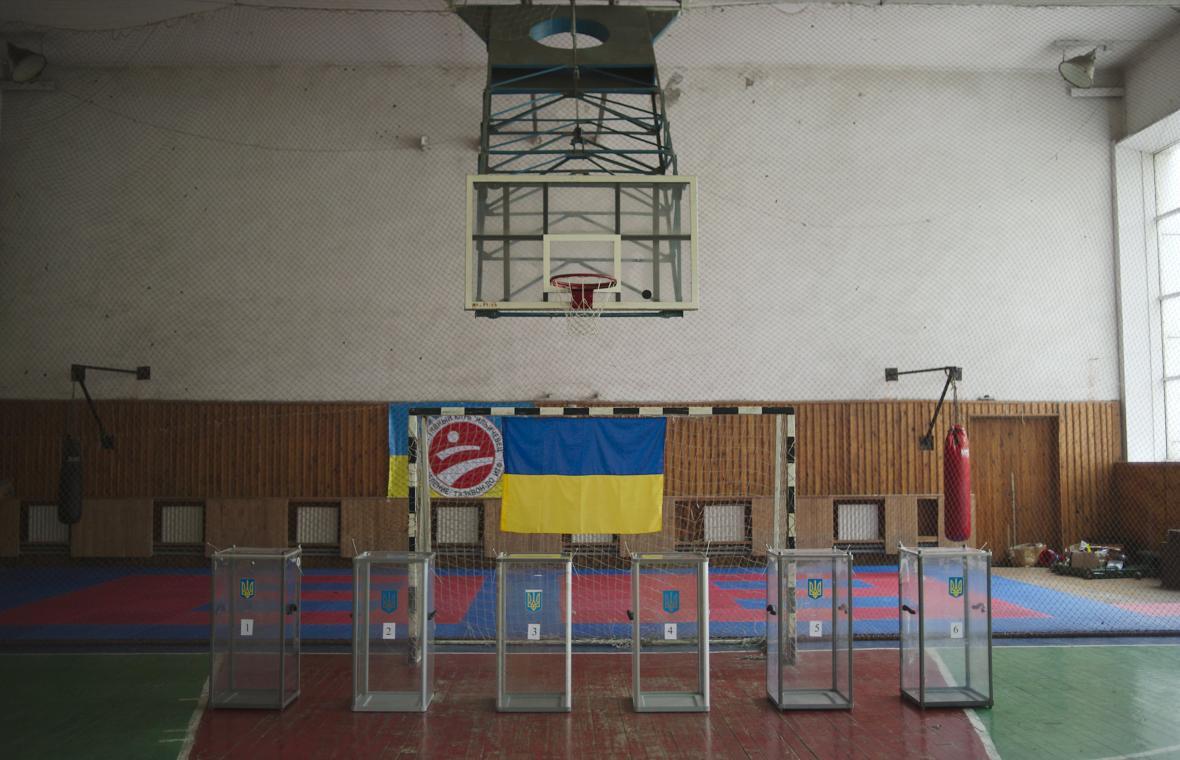 Prázdná volební místnost v Mariupolu