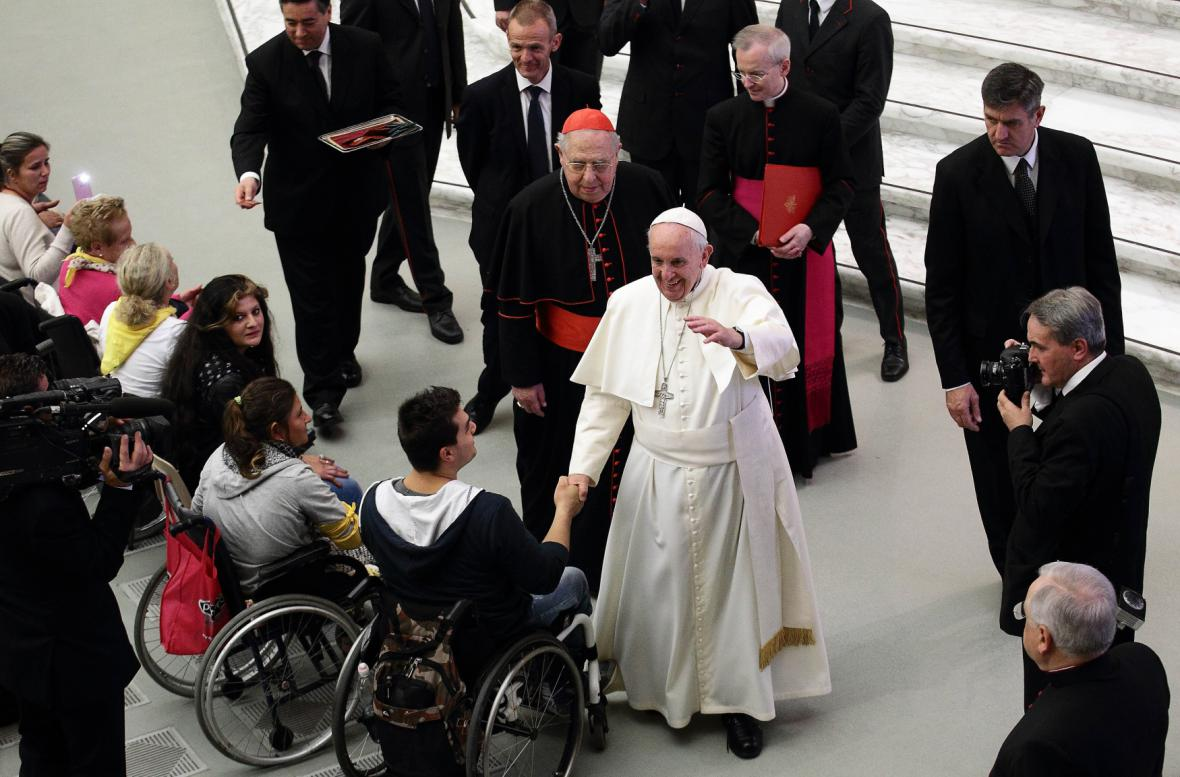 Papež František při setkání s romskou delegací