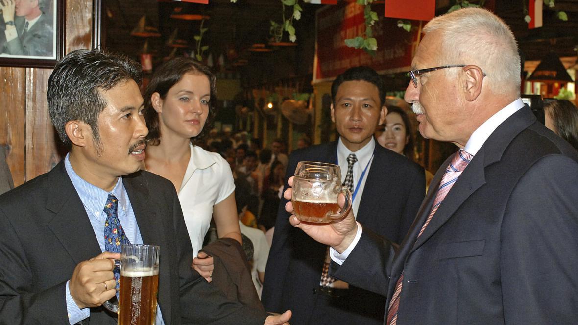 Ngo Hong Chuyen při návštěvě tehdejšího prezidenta Václava Klause v roce 2006