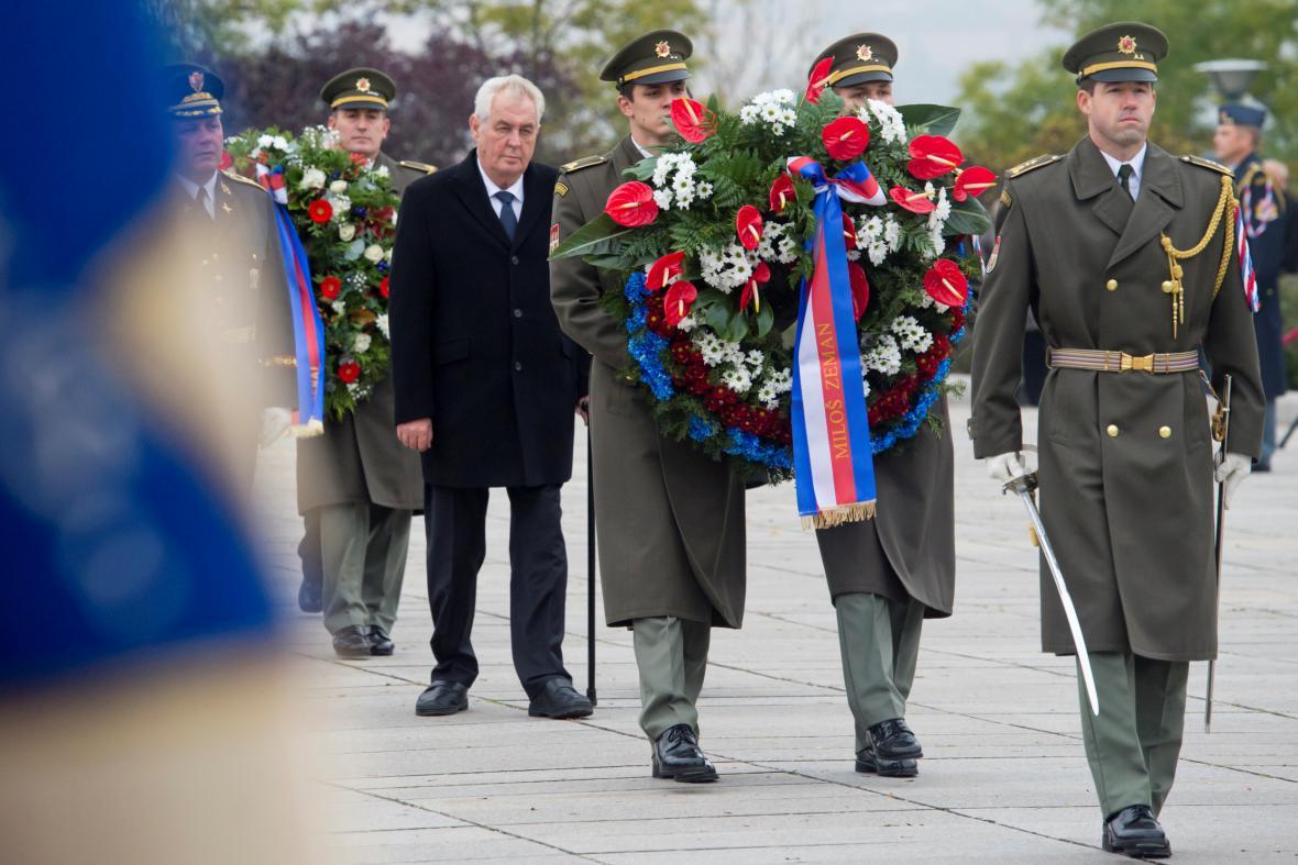 Prezident Miloš Zeman při pietním aktu ke vzniku Československé republiky 28. října u Národního památníku v Praze na Vítkově