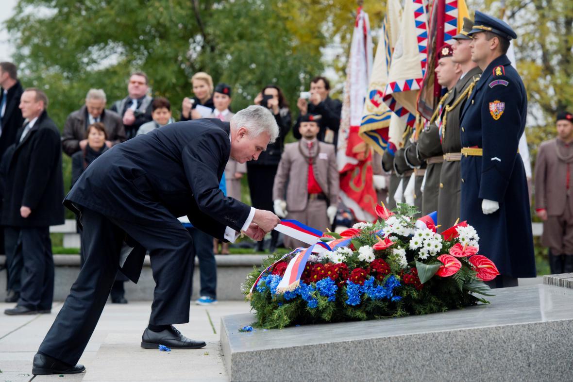 Předseda Senátu Milan Štěch položil 28. října u Národního památníku v Praze na Vítkově věnec při pietním aktu ke vzniku Československé republiky