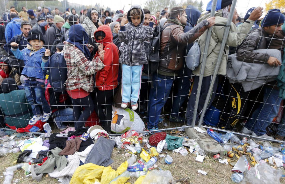 Migranti na přechodu Spielfeld