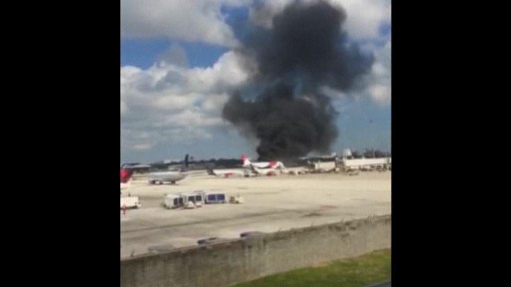 Letadlu před vzletem začal hořet motor