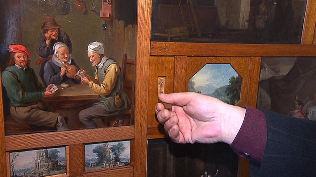 Vstup do 13. komnaty je tajnými dveřmi v obrazárně