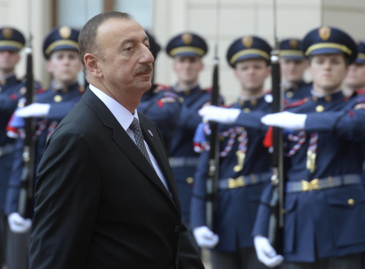 Prezident Alijev může být spokojen - jeho strana má většinu v parlamentu