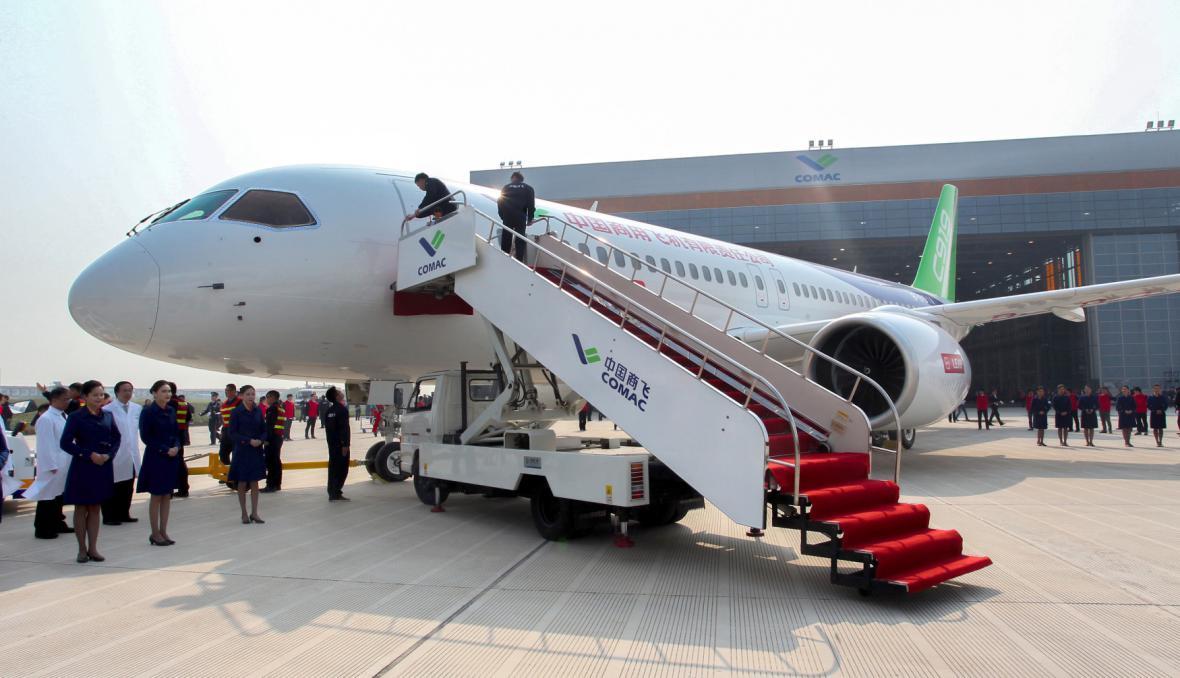 Prezentace prvního dopravního letounu čínské výroby