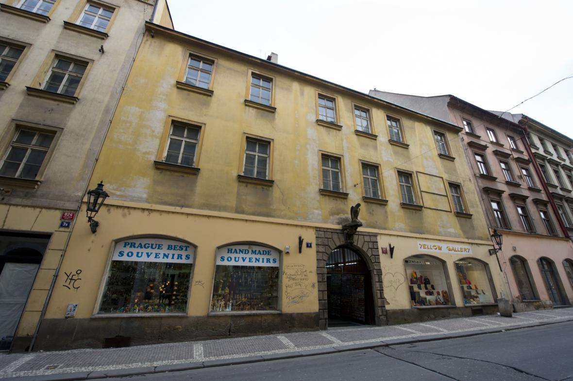 Dům v Železné ulici, který má být součástí hotelového komplexu U Sixtů