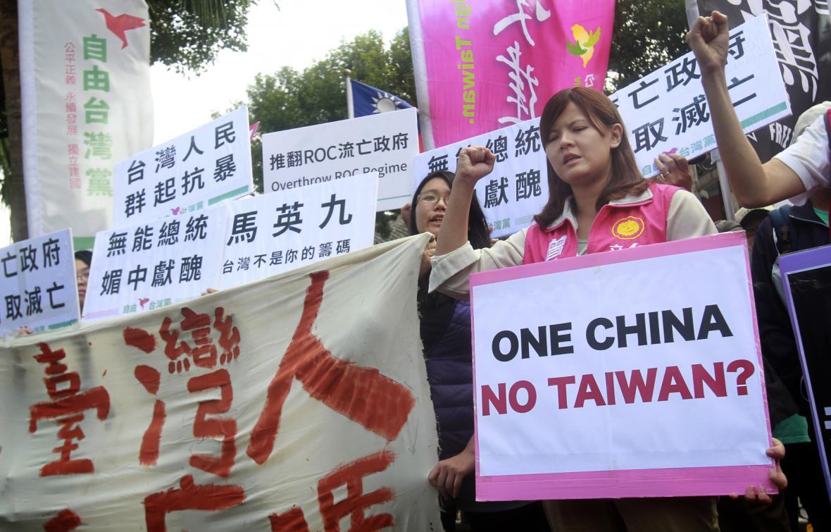 Protesty proti setkání čínského a tchajwanského lídra