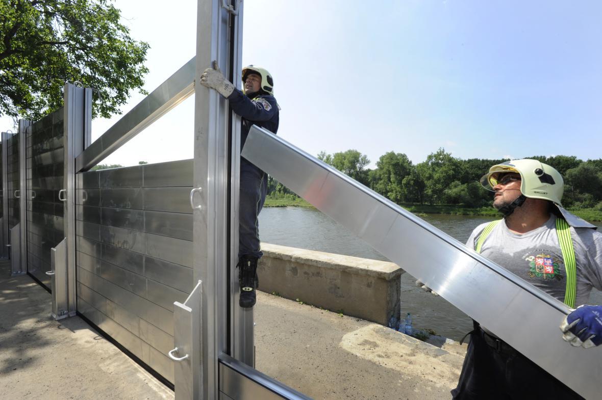 Stavba protipovodňové ochrany