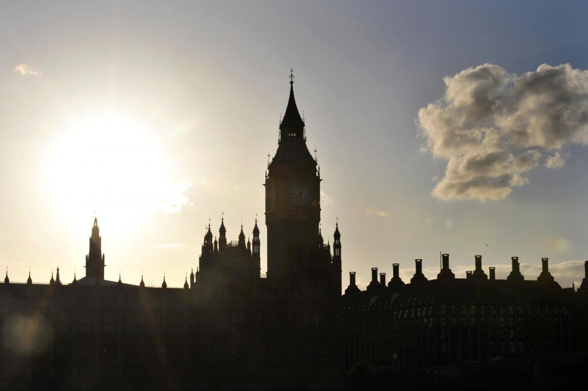 Britský parlament s hodinovou věží Big Ben