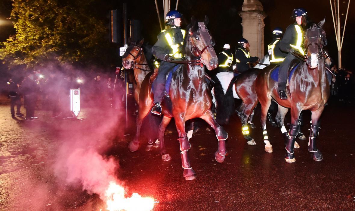 Na pořádek na Million Mask March v Londýně dohlížely i jízdní jednotky